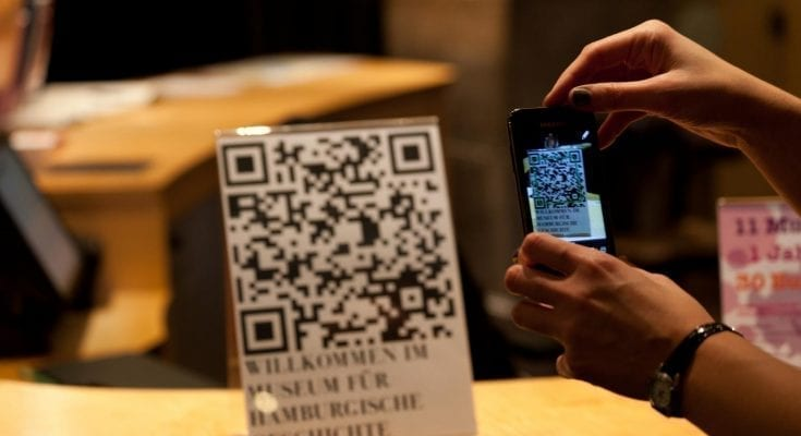 how does a qr code work